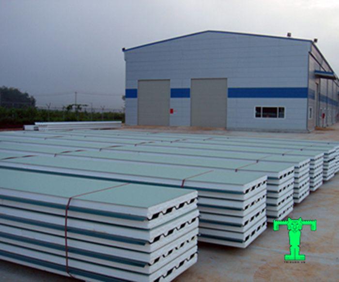 Công trình công nghiệp và dân dụng đều thường xuyên lựa chọn tôn cách nhiệt EPs để lợp mái