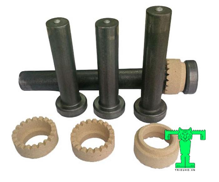 Đinh chống cắt cấu tạo gồm 3 phần chính: mũ đinh, thân đinh và hạt hàn; và 1 phần phụ: vòng gốm