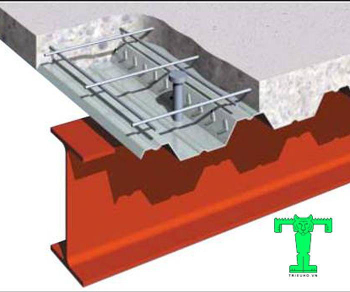 Sàn deck làm bằng tôn mạ kẽm, hình sóng. Và buộc phải sử dụng đinh chống cắt và lưới thép hàn mới có được kết quả như mong muốn
