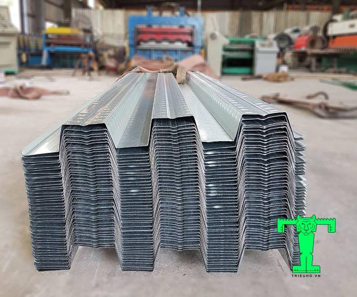 Sàn deck tại Đà Nẵng dùng để đổ bê tông. Vật liệu này có thể thay thế coppha và không cần cột chống