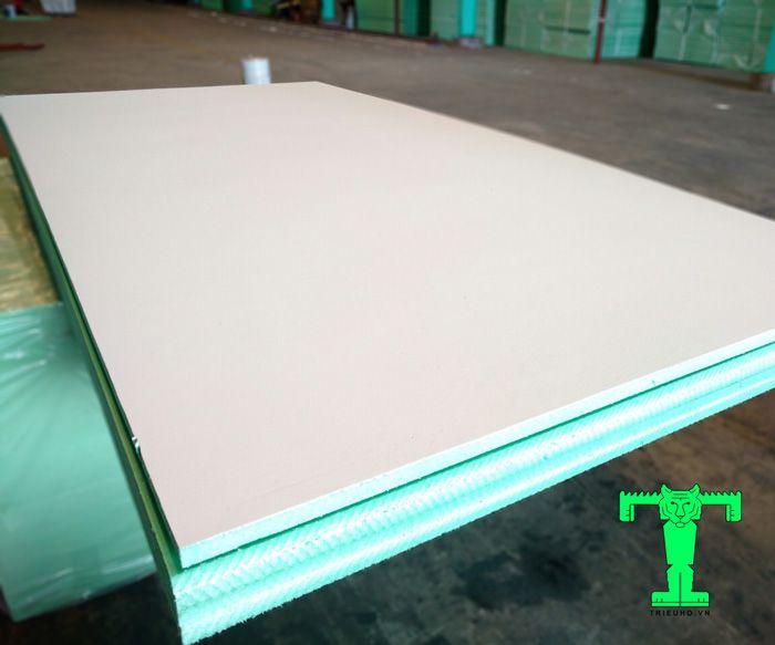 Tấm trần xốp XPS có cấu tạo 2 lớp, cứng, chắc chắn và siêu nhẹ