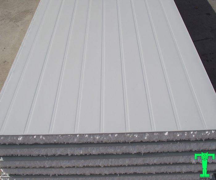 Việc cán gân trên bền mặt tôn giúp cho sản phẩm tăng độ cứng, chắc, vững vàng khi đưa vào sử dụng.