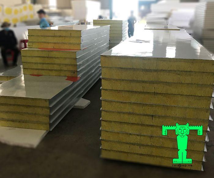 Mỗi loại sẽ có độ dày, ưu điểm riêng vì thế báo giá tấm panel cách nhiệt từng loại cũng khác nhau