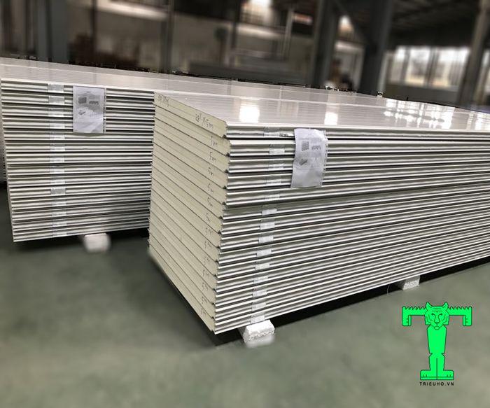 Cấu tạo của tấm Panel PU 3 lớp tôn nền dày 0.45mm + PU 100mm + tôn 0.45mm