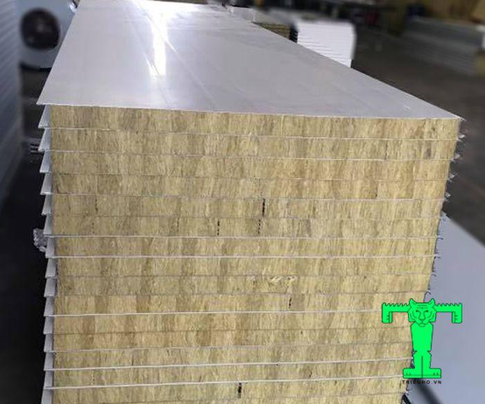 Cấu tạo của tấm Panel Rockwool 3 lớp tôn nền dày 0.40mm + Rockwool 100mm 120kg/m3 + tôn 0.40mm