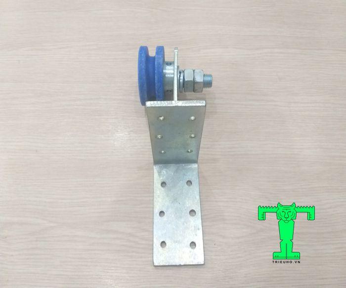 Phụ kiện panel cách nhiệt cửa trượt bộ bánh xe và móc treo giúp cửa có thể trượt được trên thanh dẫn.