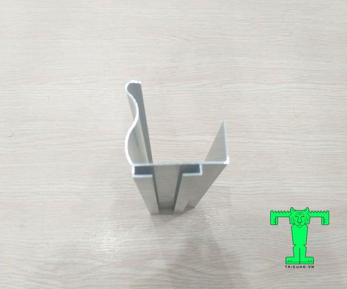 Thanh nhôm U61x56x1 mm của cửa trượt này dùng được cho các loại panel