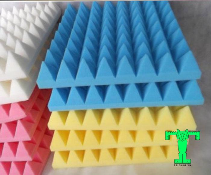 Mút tiêu âm kim tự tháp để trang trí nội thất, kết hợp với các vật liệu khác tạo nên vách tiêu âm theo thẩm mỹ của mỗi người