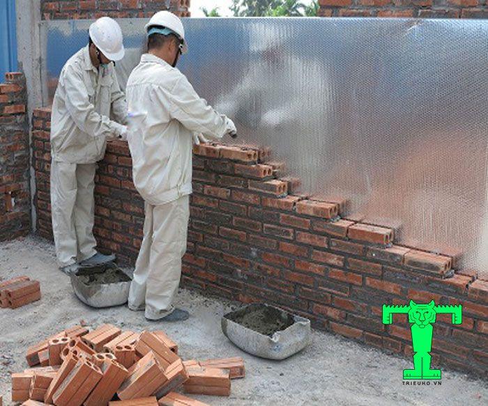 Lắp tấm cách nhiệt Cát Tường ở tường với công trình đang xây dựng nhanh chóng đơn giản