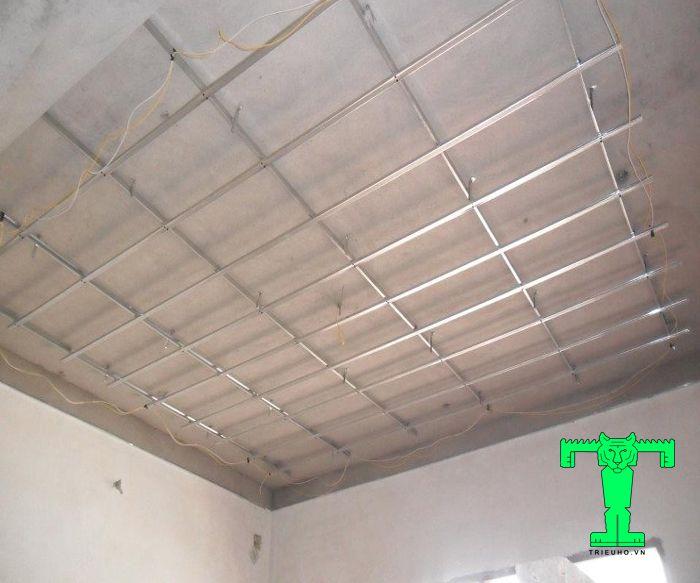 Cách lắp đặt trần xốp XPS nhanh gọn và chính xác buộc bạn phải làm khung sườn chắc chắn và đúng kích thước
