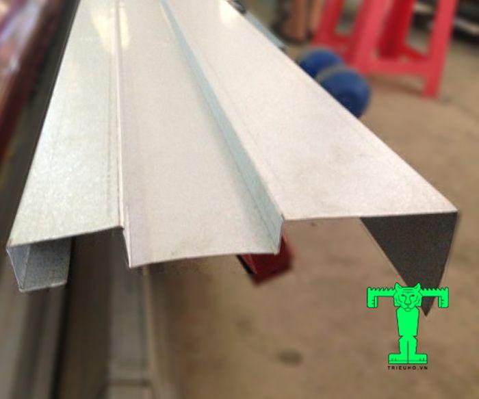 Phụ kiện tôn cách nhiệt diềm mái tôn khổ 400mm hạn chế tình trạng thấm nước vào tường công trình