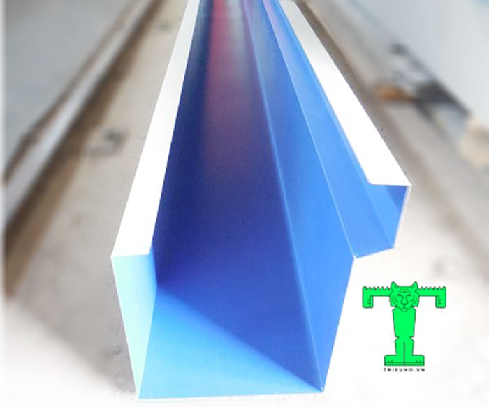 Máng xối tôn khổ 800mm giúp cho công trình thoát nước nhanh. Nên nó giảm áp lực cho mái RẤT TỐT