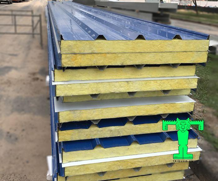 Tôn chống cháy Glasswool 75mm có nhiều ưu điểm nên phù hợp nhiều công trình