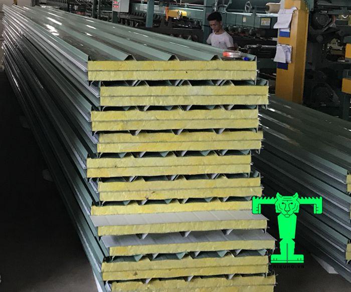 Tôn cách nhiệt Glasswool 100mm có khả năng chống cháy tuyệt vời, cách nhiệt, cách âm hoàn hảo