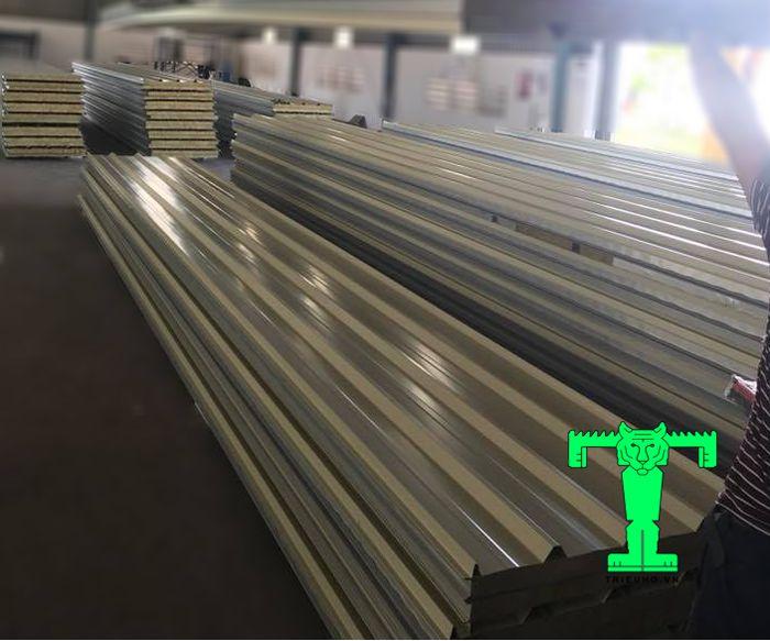Tôn cách nhiệt Rockwool thường được ứng dụng hiệu quả trong công trình dân dụng và công nghiệp
