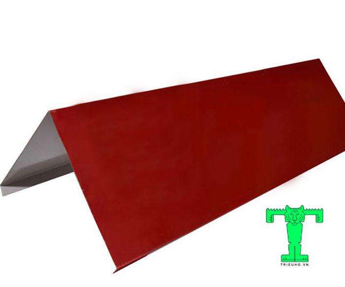 Úp nóc tôn khổ 600mm giúp vụ nối liền hai mái trước và mái sau công trình thành một khối vững chắc