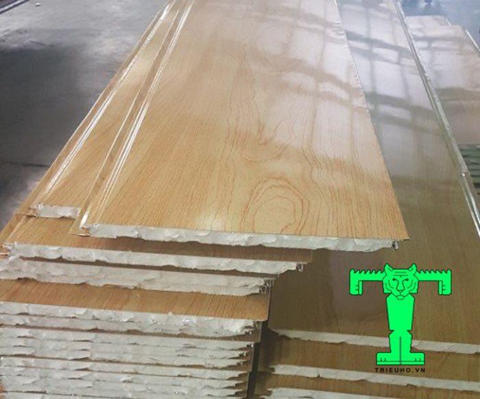 Trần tôn 3 lớp tôn + pu + tôn khổ ngang 360mm siêu cứng, siêu bền, dễ thi công, tiết kiệm nhiều chi phi