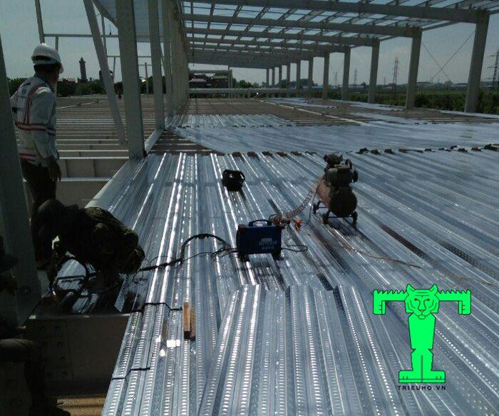 Sàn deck dày 0.75mm mang lại tính thẩm mỹ cho không gian