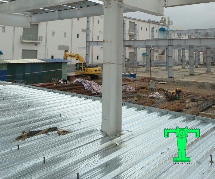 Tấm sàn deck được sử dụng ở nhiều công trình xây dựng hiện đại từ nhỏ tới lớn, từ dân dụng đến công nghiệp