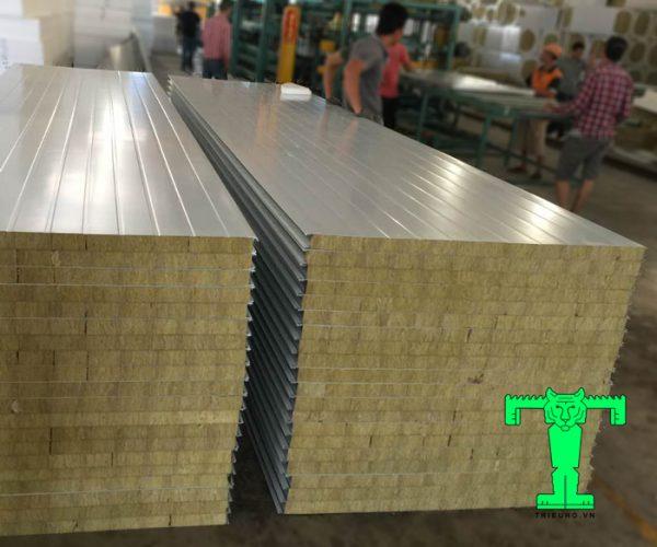 Cấu tạo của tấm Panel Rockwool dày 50mm 3 lớp tôn nền dày 0.40mm + Rockwool 50mm 100kg/m3 + tôn 0.40mm