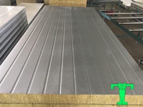 Panel Lò Sấy Rockwool 3 lớp tôn nền dày 0.55mm mạ màu + Rockwool 50mm 120kg/m3 + tôn 0.75mm mạ kẽm