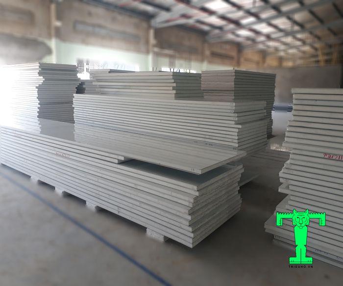 Cấu tạo của Panel EPS siêu nhẹ 3 lớp tôn nền dày 0.40mm + EPS 75mm + tôn 0.40mm