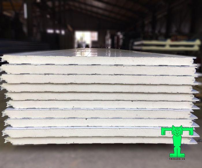 Cấu tạo của tấm Panel PU 3 lớp tôn nền dày 0.45mm + PU 75mm + tôn 0.45mm