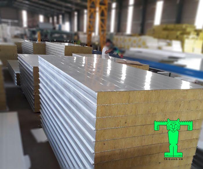Cấu tạo của tấm Panel Rockwool dày 100mm 3 lớp tôn nền dày 0.40mm + Rockwool 100mm 100kg/m3 + tôn 0.40mm
