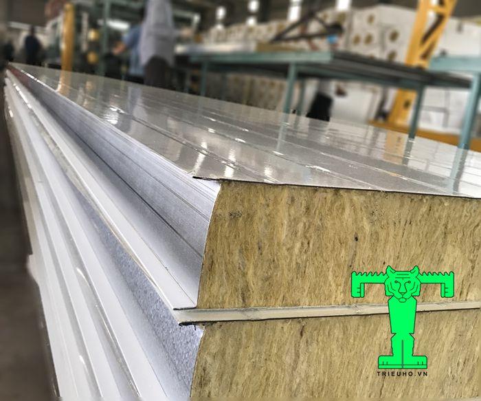 Panel lò sấy bông khoáng có lớp ở giữa là lớp rockwool dày 50mm tỉ trọng 100kg/m3