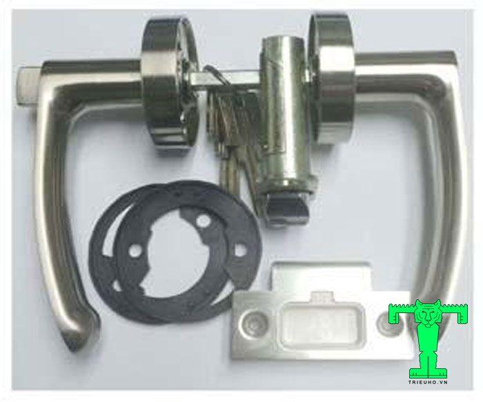 Phụ kiện panel cách nhiệt cửa đi khóa tay gạtđây là tên gọi chung cho các khóa có tay khóa cửa nằm ngang