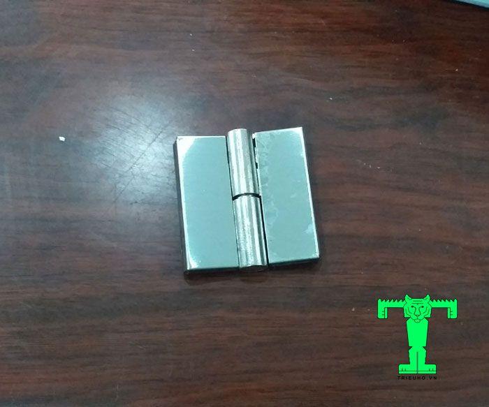 Bản lề lá inox chéo tự nâng trái 2 cặp lá và 1 trục cối