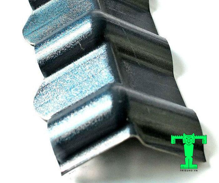 Diềm hiên mái ngói nhựa PVC được làm từ nhựa tổng hợp PVC. Nó được tạo dáng hình chữ L