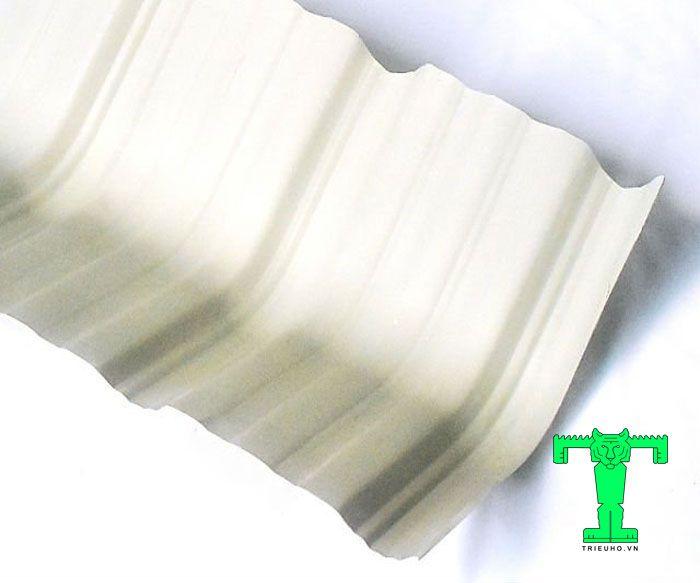 Nó thường xuyên xuất hiện ở mọi công trình dùng mái tôn PVC 6 sóng vuông