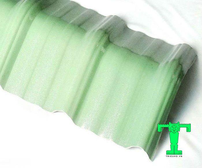 Phụ kiện tôn nhựa pvc tấm úp nóc mái tôn 6 sóng vuông giúp công tình khắc phục HIỆU QUẢ hiện tượng dột nước