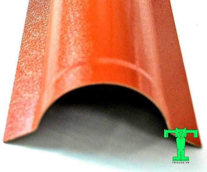 Tấm úp sườn mái ngói nhựa PVC