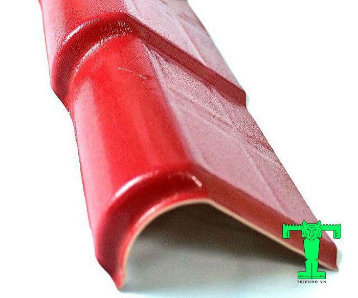 Phụ kiện tôn nhựa PVC tấm viền mái ngói phải được làm từ nhựa tổng hợp PVC