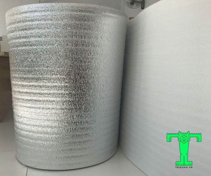 Mút xốp cách nhiệt PE OPP dày 3mm cấu tạo gồm 2 lớp. Đó là mút xốp PE Foam và màng bạc Matelize OPP