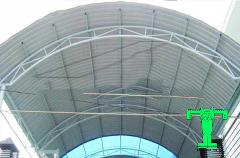 mẫu mái tôn sân thượng dạng vòm