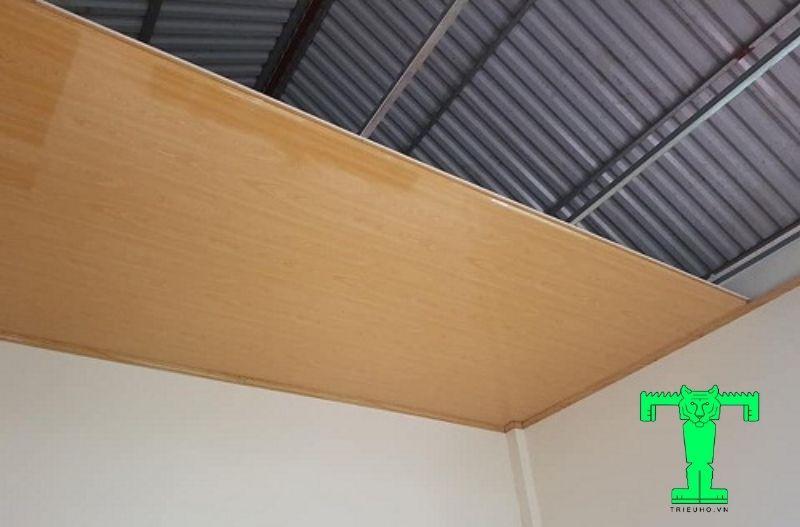 Sản phẩm trần panel tôn xốp bền hơn các loại trần nhựa thông thường