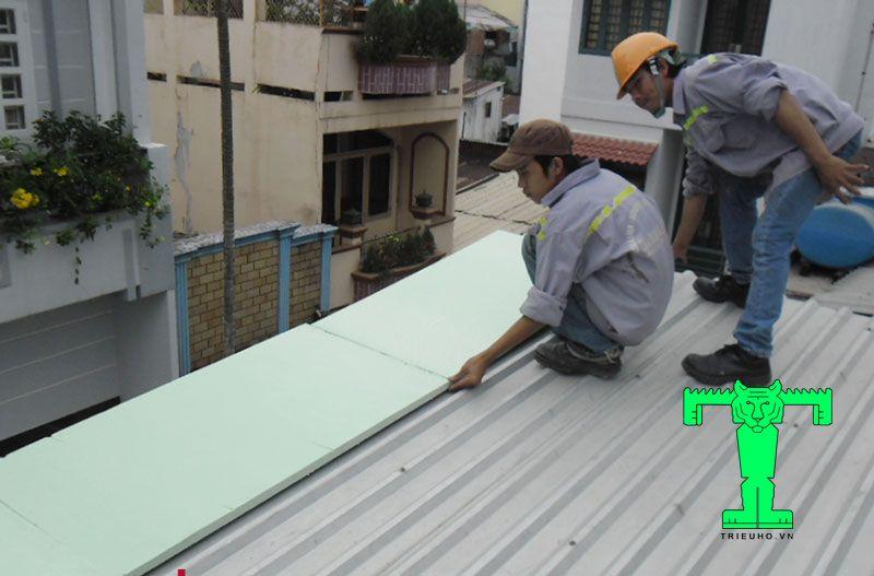 Chống nóng cho mái tôn bằng việc thi công thêm xốp XPS