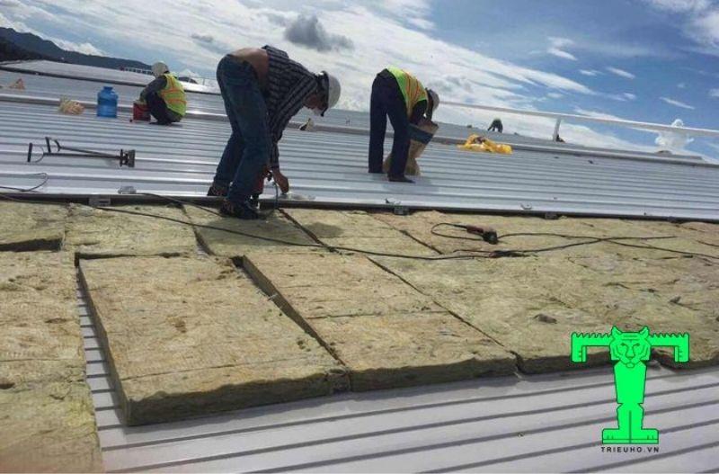 Bông khoáng cách nhiệt cho mái công trình nhà ở, khách sạn…