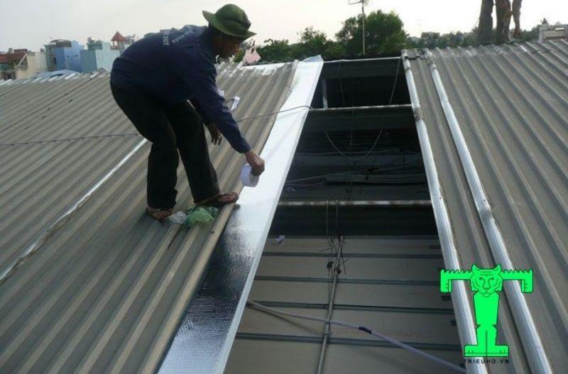 Thi công tấm cách nhiệt cát tường cho mái tôn mới