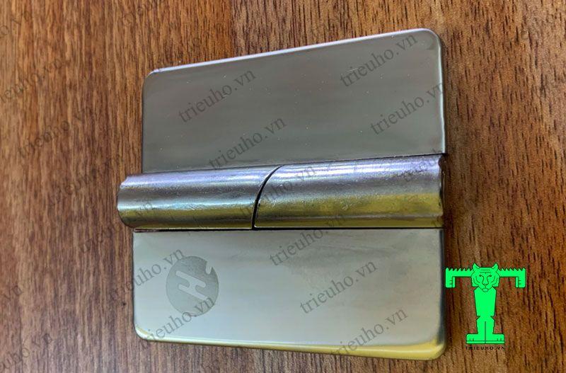 Bản lề lá inox chéo tự nâng phải sử dụng cho các loại cửa đi bản lề Panel